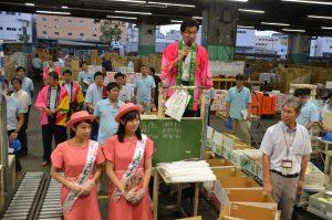 大阪市中央卸売市場せり台PRの様子